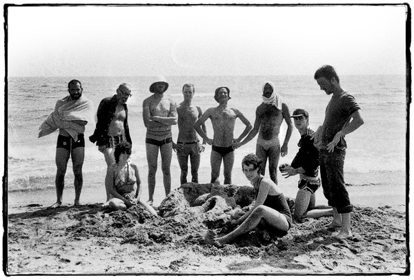 Pip Simmons Theatre Group : An die Musik Avignon Festival 1975 Group Shot La Plage
